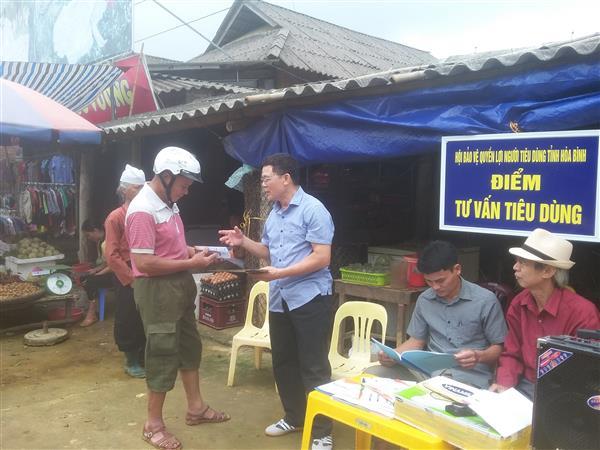 Hội Hòa Bình tuyên truyền và tư vấn cho người tiêu dùng tại chợ vùng cao